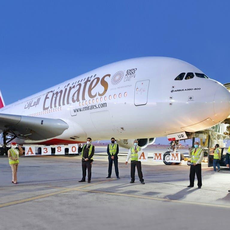 طيران الإمارات تُخير الموظفين بشأن لقاح كورونا