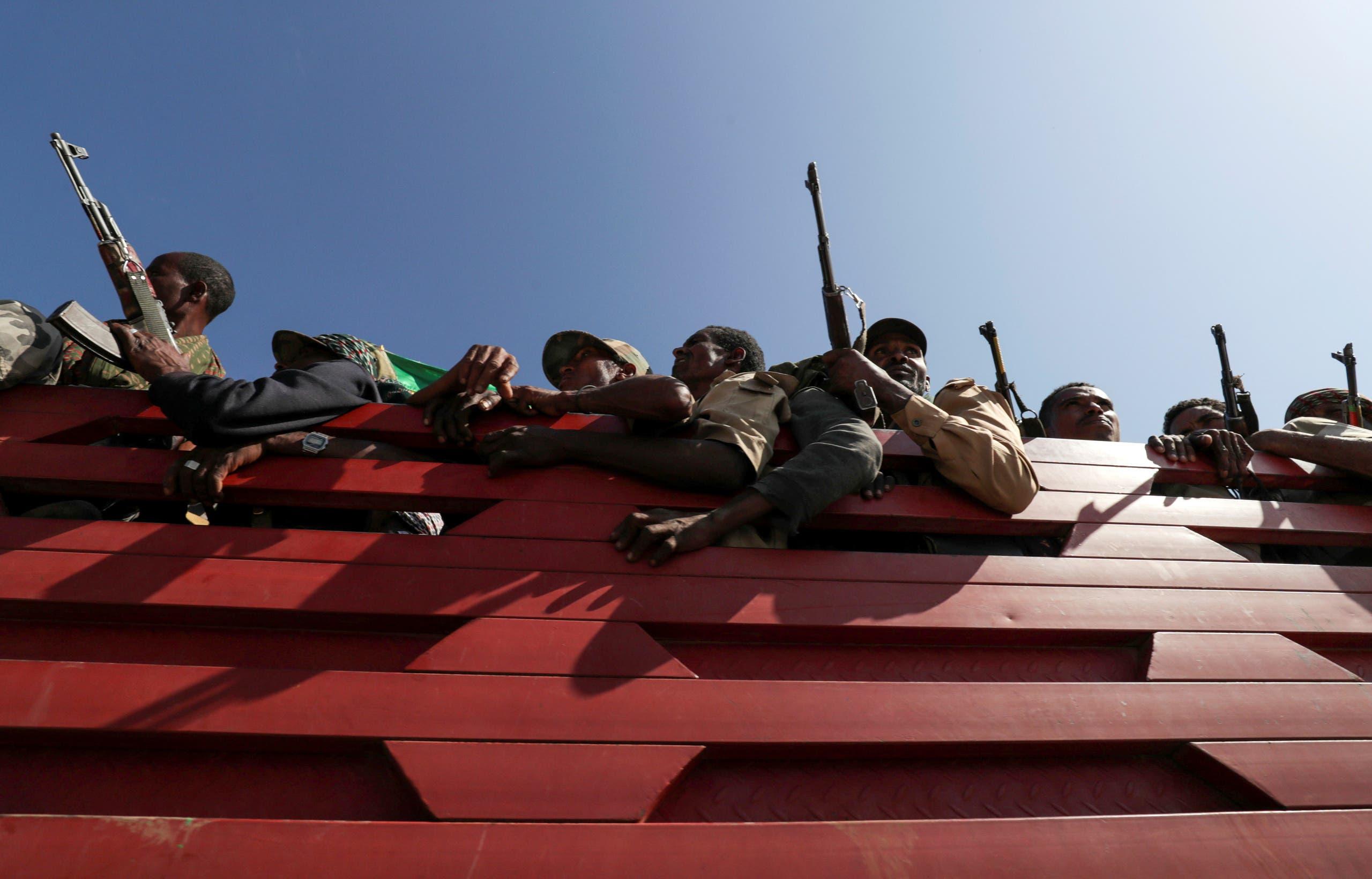 أفراد من قوات ولاية أمهرة الإثيوبية في طريقهم لمواجهة الجبهة الشعبية لتحرير تيغراي