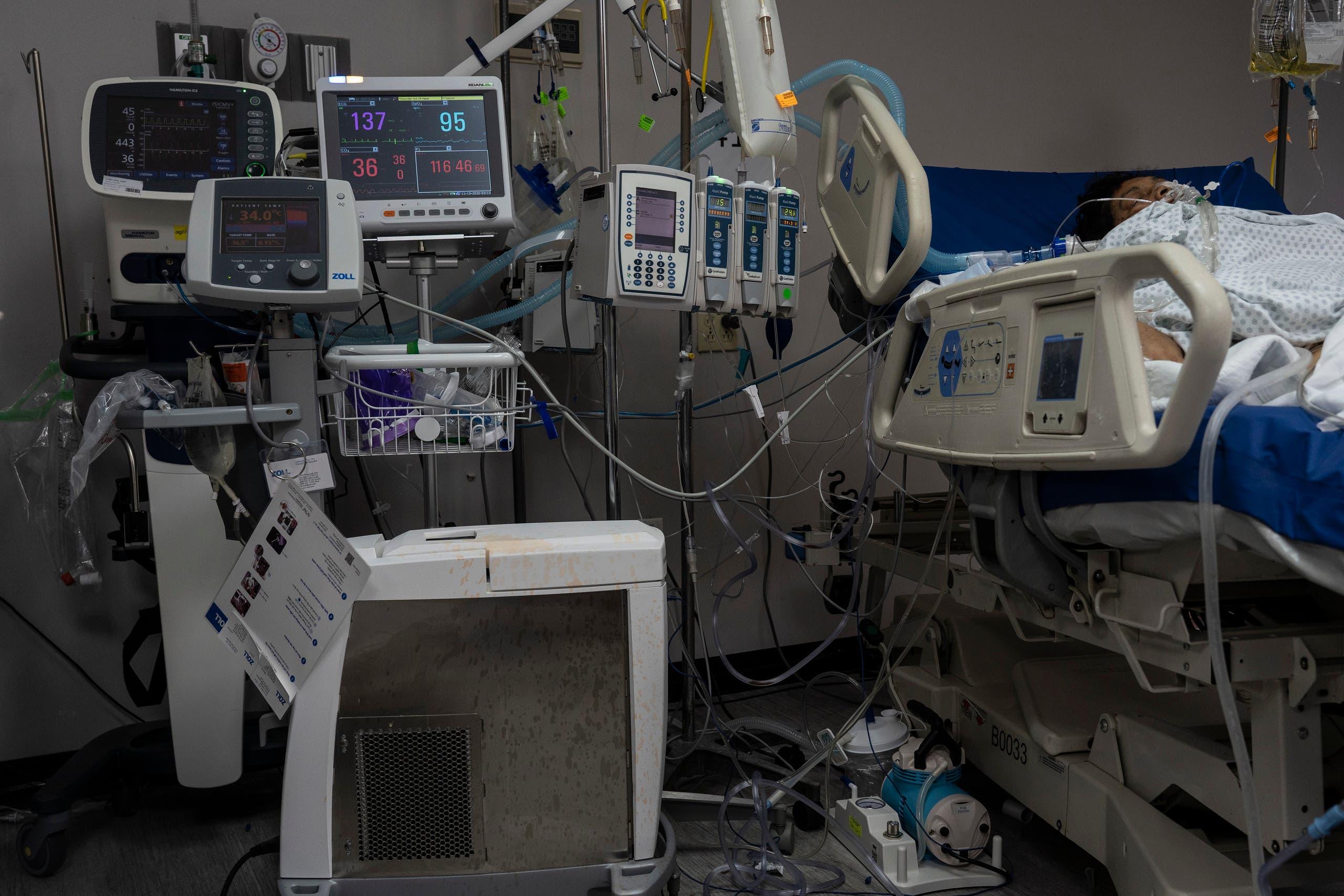 مصاب بكورونا في العناية المركزة في مستشفى بهيوستن