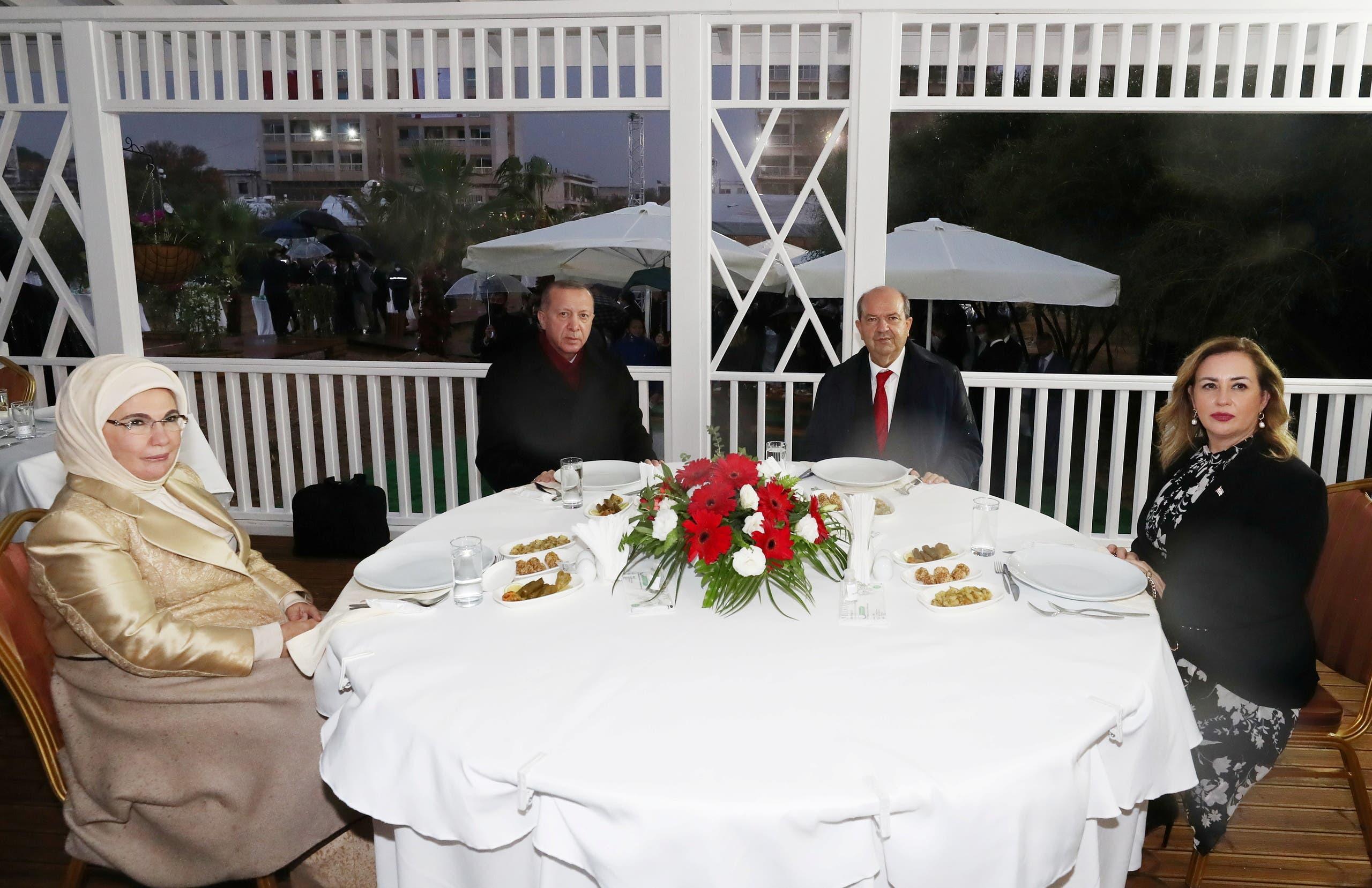 أردوغان وتتار وزوجتيهمت في فاروشا