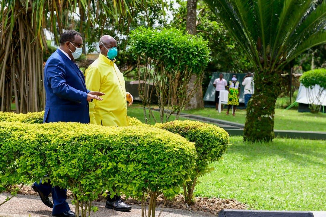 رغم النفي الاثيوبي.. لقاء لنائب رئيس الوزراء االاثيوبي ووزير الخارجية مع الرئيس الأوغندي