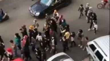 """تظاهرة نسائية بضاحية بيروت ضد مسؤول في """"حزب الله"""""""