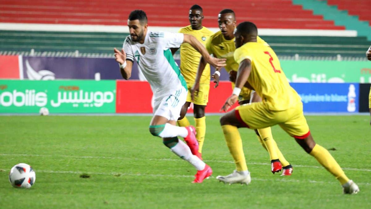 منتخب الجزائر يتعادل مع زيمبابوي ويتأهل إلى أمم إفريقيا
