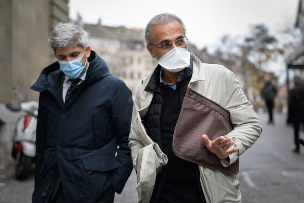 طارق رمضان مع محاميه في باريس - فرانس برس