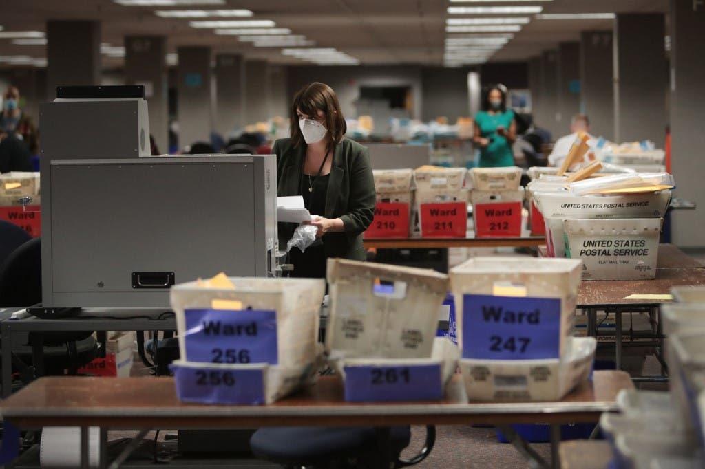 خلال فرز الأصوات في الانتخابات الأميركية في  ولاية ويسكونسن 4 نوفمبر 2020 - فرانس برس