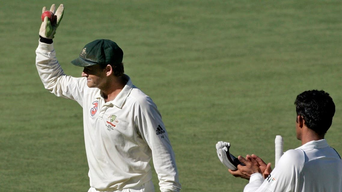 India's captain Anil Kumble (R) applauds Australia's retiring wicketkeeper Adam Gilchrist as he walks off the field after Australia and India drew their fourth and final test cricket match at the Adelaide Oval. (File photo: Reuters)