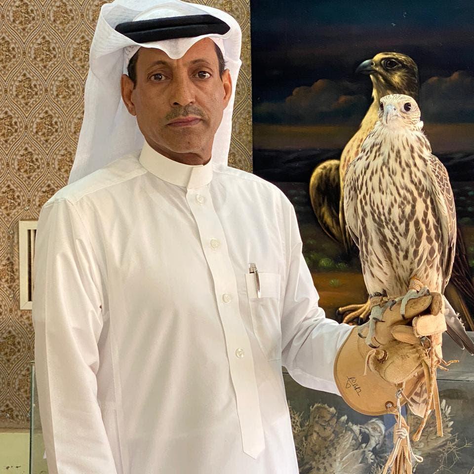 تبرع بمجموعة من صقوره.. صقار سعودي يكشف أسرار هوايته