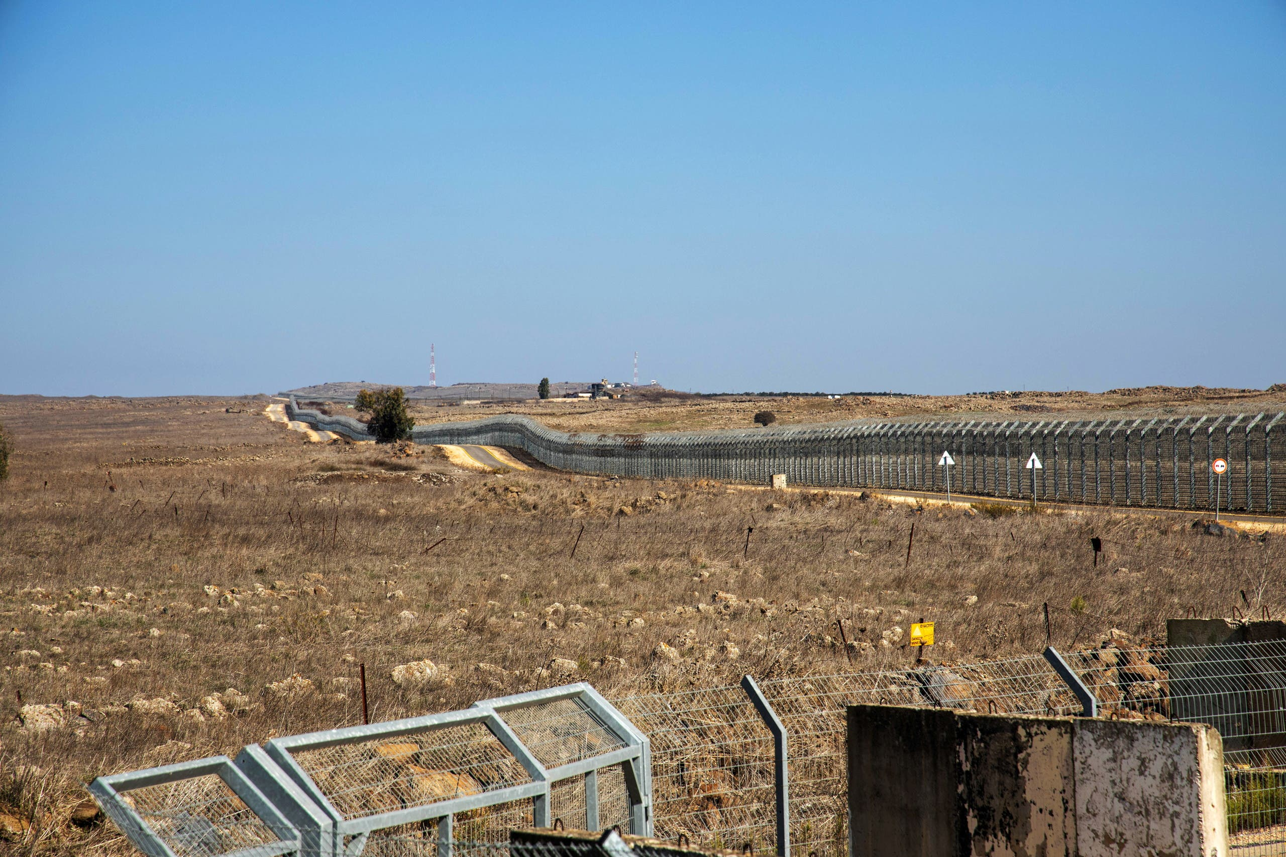 A general view picture shows a security fence near the border area between Israel and Syria, in the Israeli-occupied Golan Heights November 18, 2020. (File photo: Reuters)
