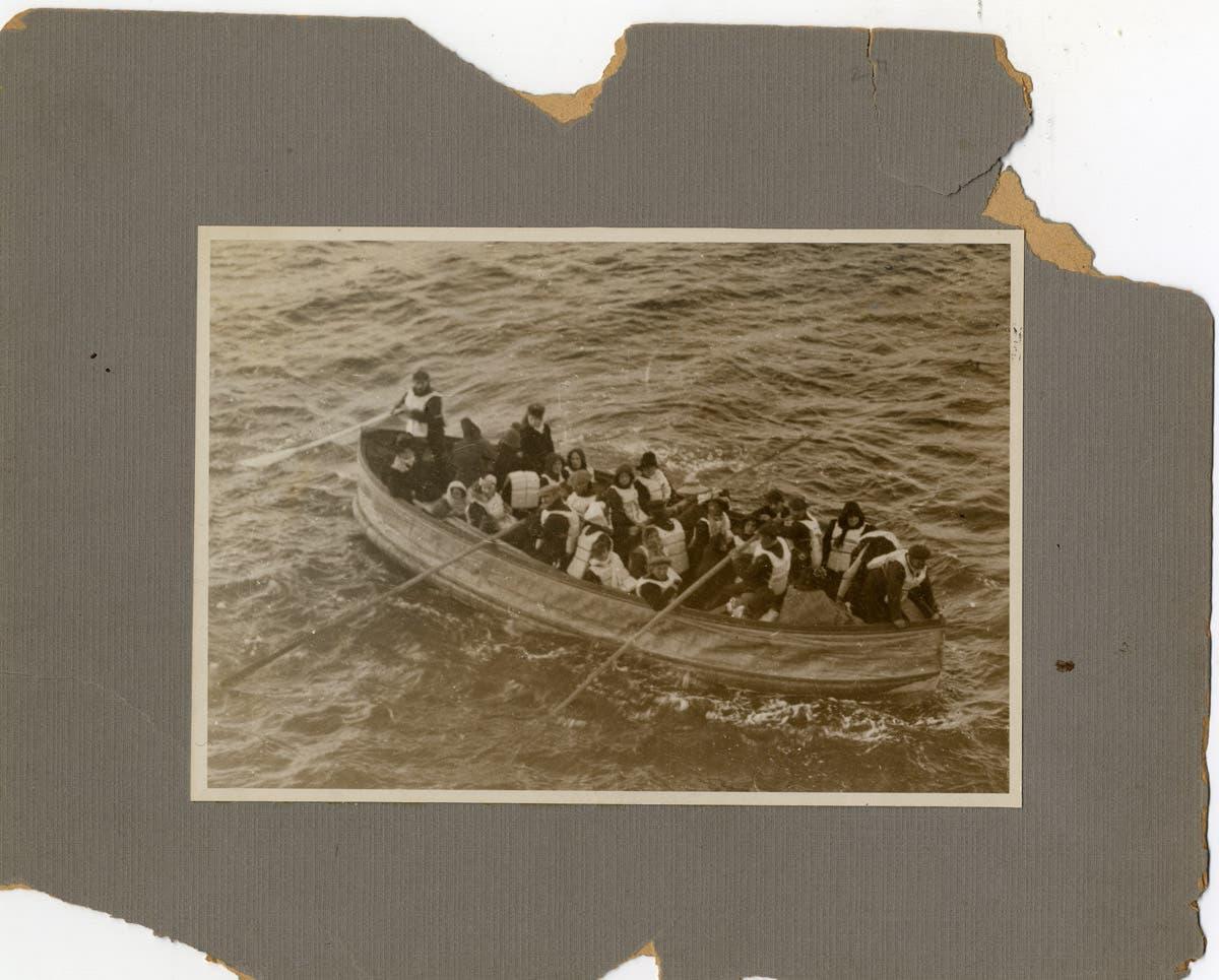 صورة لعدد من الناجين من غرق سفينة التيتانيك