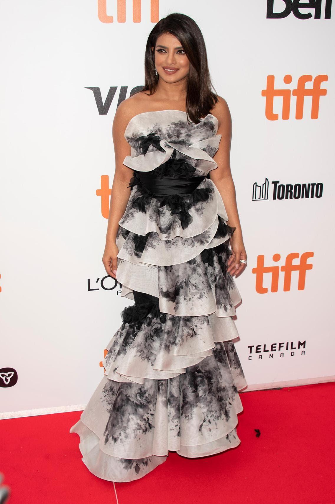 بريانكا بإطلالة من مركيزا خلال مهرجان تورنتو السينمائي للعام 2019