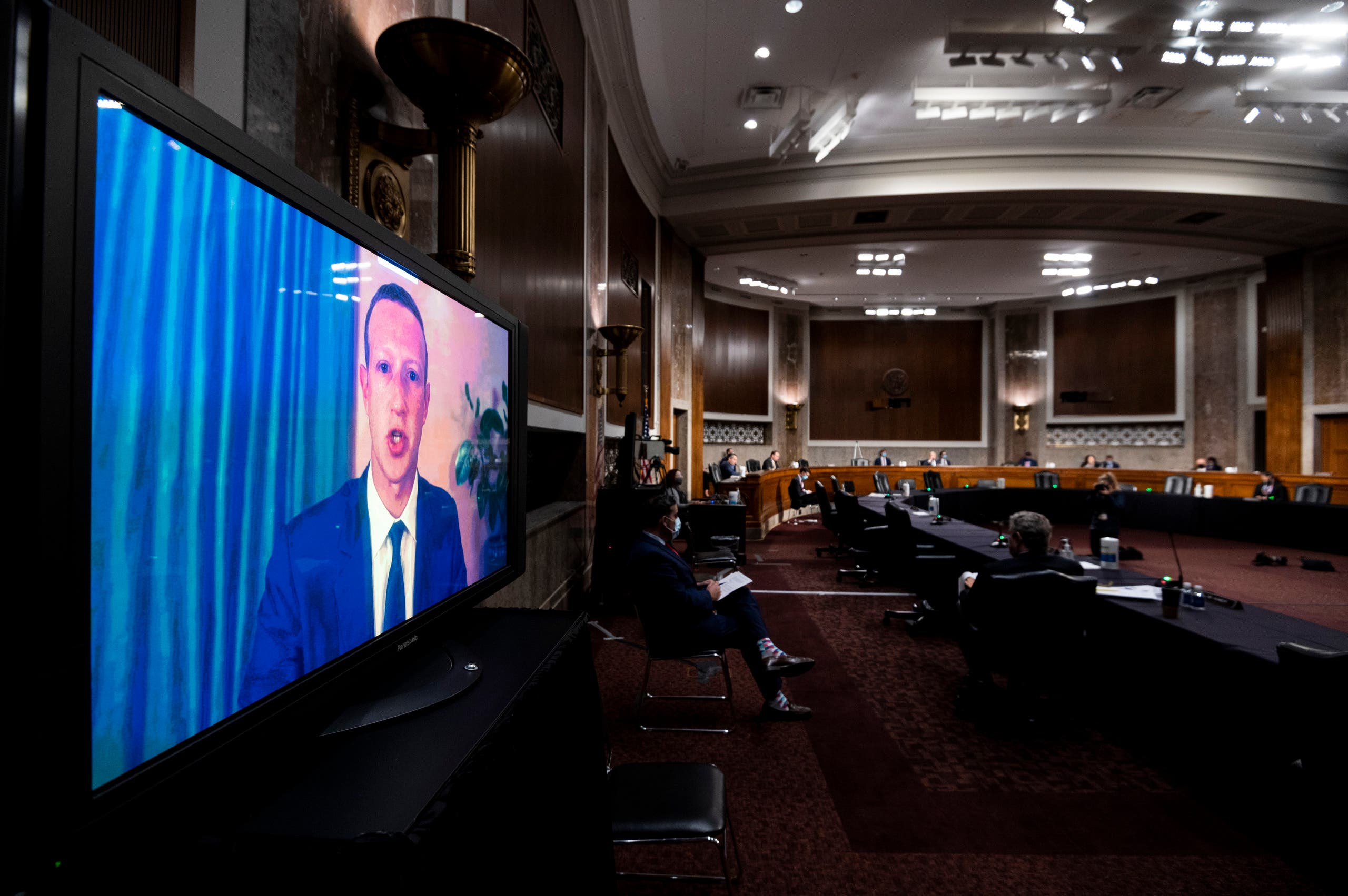 """مدير """"فيسبوك"""" مارك  زوكربرغ يشهد امام لجنة في مجلس الشيوخ الأميركي الثلاثاء الماضي"""