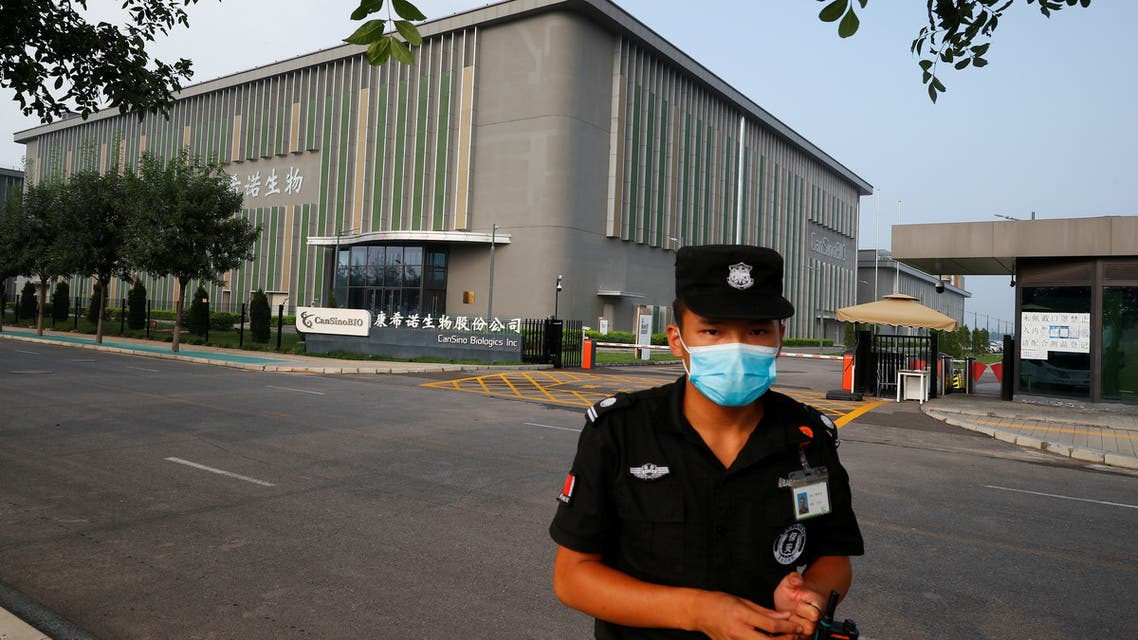 A security guard in front of a building of China's vaccine specialist CanSino Biologics Inc in Tianjin, China, August 17, 2020. (Reuters)