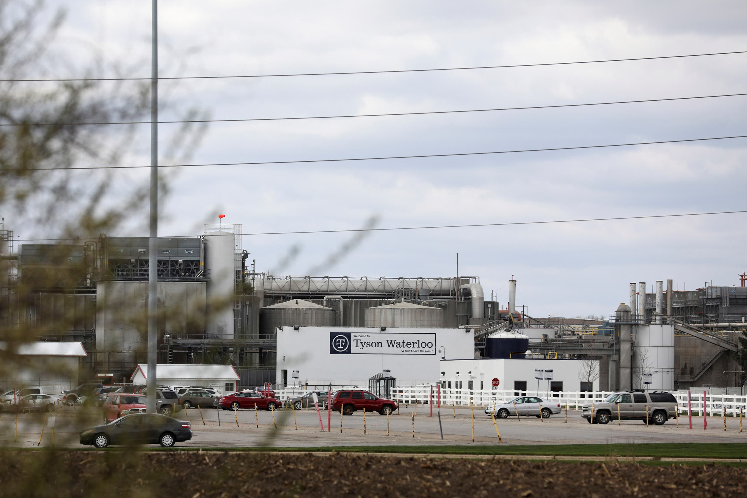 A Tyson Foods pork processing plant, temporarily closed due to an outbreak of the coronavirus disease (COVID-19), is seen in Waterloo, Iowa, US April 29, 2020. (Reuters)