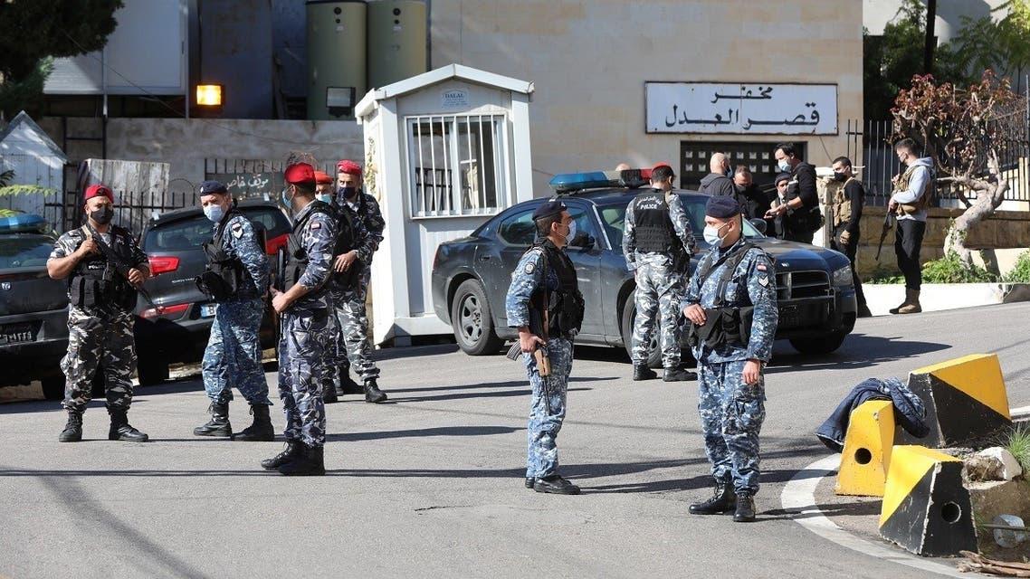 Members of the Lebanese police gather outside Baabda prison, Lebanon, November 21, 2020. (Reuters/Mohamed Azakir)