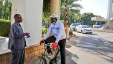 صورة مسؤول سوداني تثير التساؤلات.. ما هدف نشرها؟