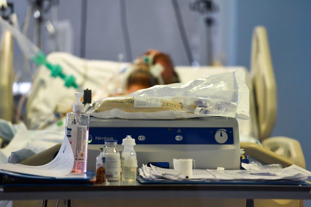 مصاب بكوفيد 19 في غرفة للعناية الفائقة في روما - فرانس برس