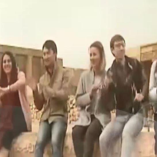 طريقة مبتكرة.. ملحن مصري يعلّم طلابه الأجانب العربية بالأغاني