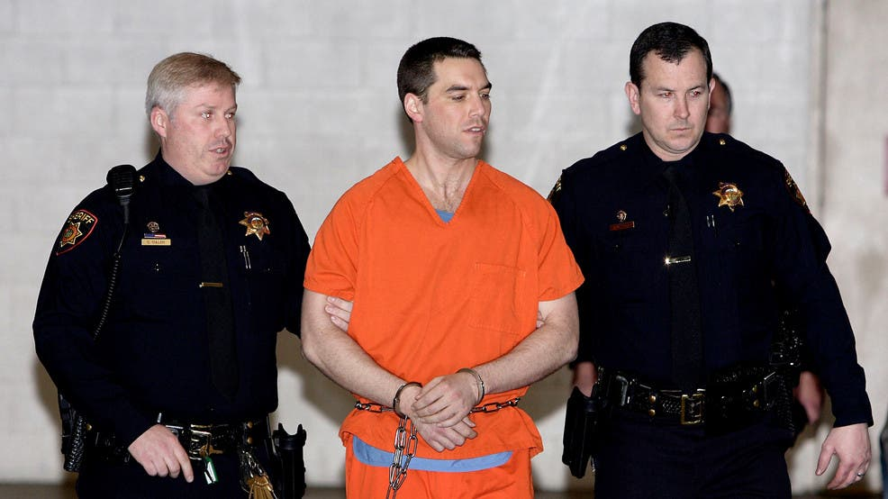 Scott Peterson is escorted by two San Mateo County Sheriff deputies as he is walked from the jail to a waiting van in Redwood City, California, March 17, 2015. (AP)