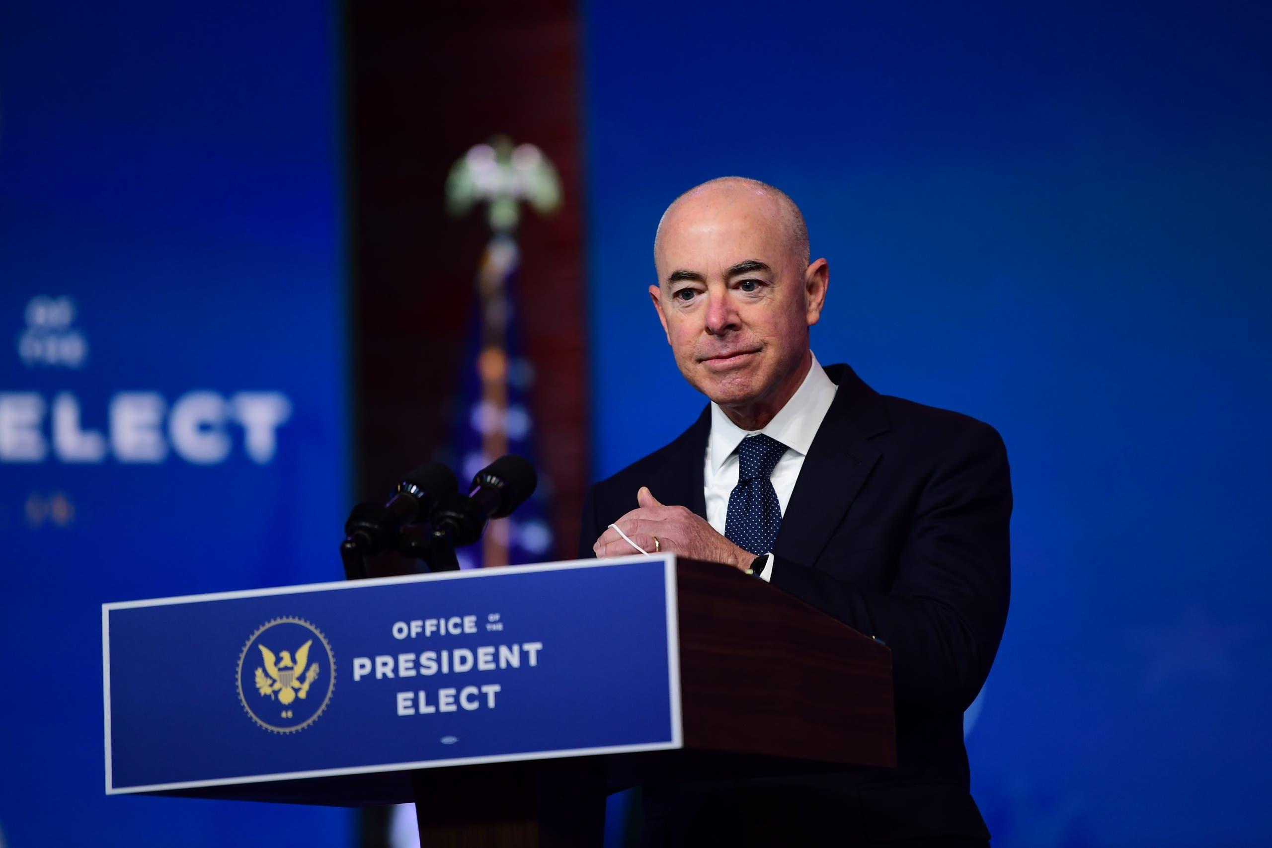 أليخاندرو مايوركاس الذي يعتزم بايدن تعيينه رئيساً للأمن الداخلي