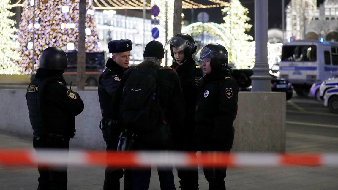 Security officers stand guard on a street near the Federal Security Service (FSB) building after a shooting incident, in Moscow, Russia December 19, 2019. REUTERS/Evgenia Novozhenina