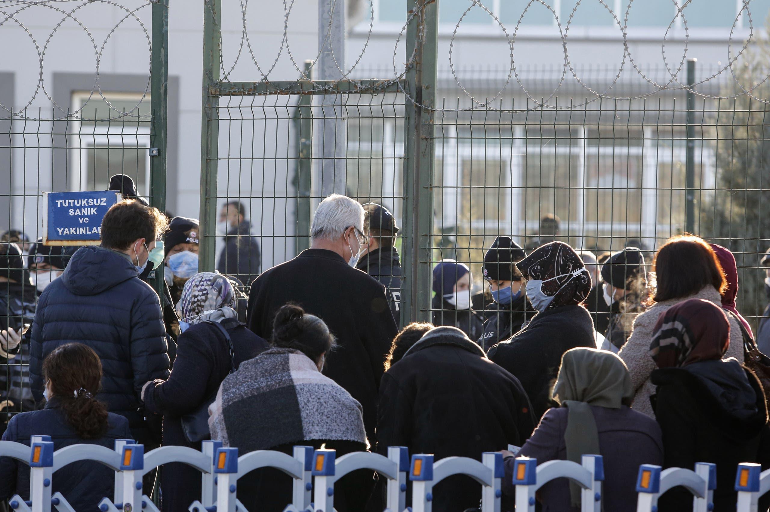 من أمام مجمع سجن سينكان في أنقرة (أرشيفية- فرانس برس)