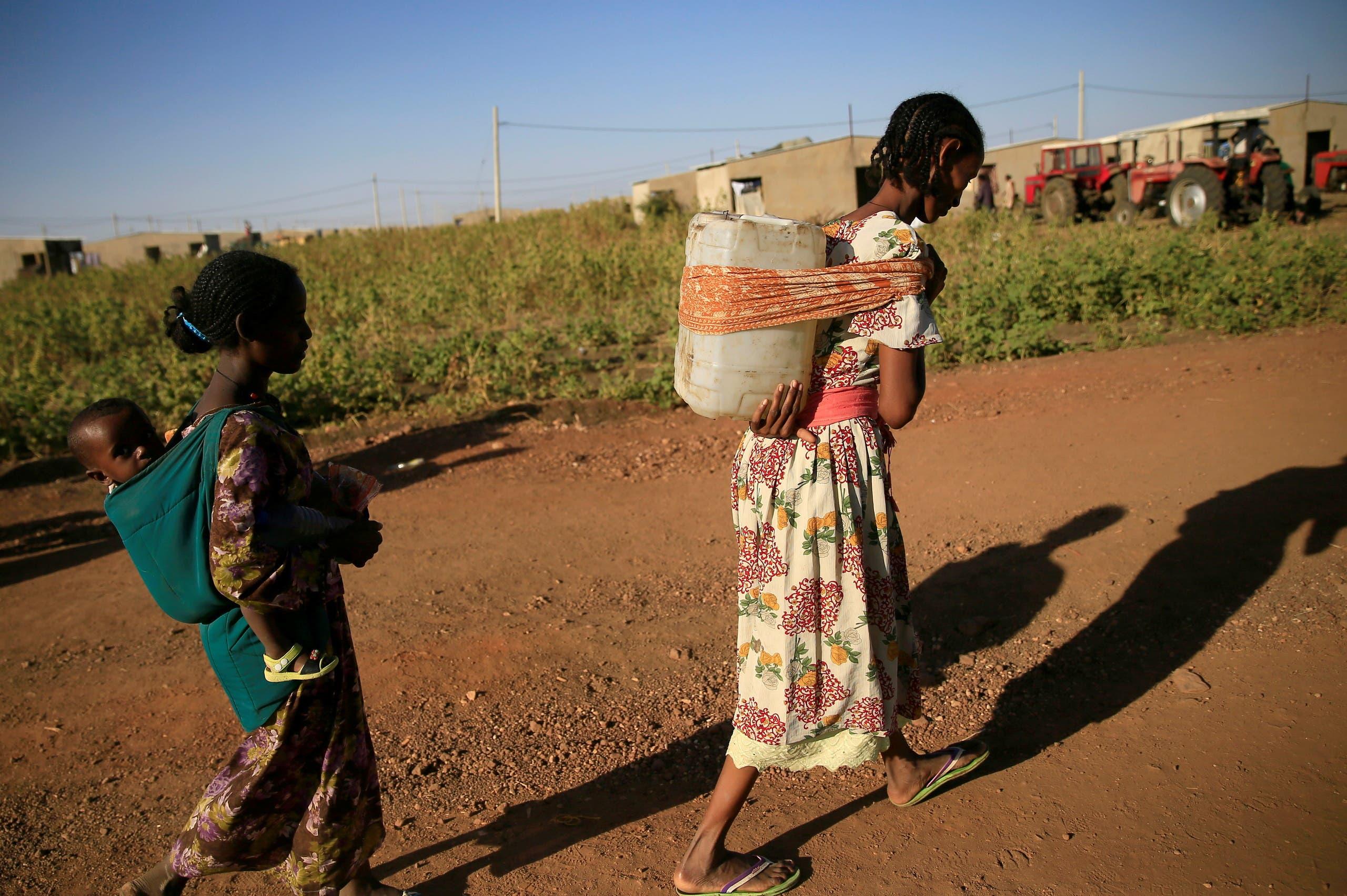 لاجئون إثيوبيون يفرون من القتال الدائر في منطقة تيغراي