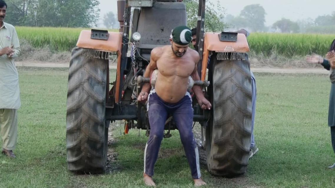 Pakistan: Young man with hardcore Exercises