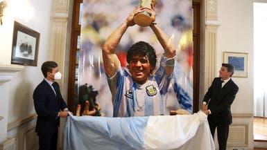 غضب يلاحق أصحاب صور مارادونا المشينة فوق جثمانه!