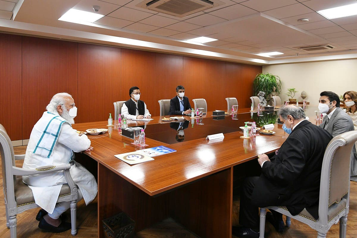 India's PM Narendra Modi (L) chairing a meeting during his visit to the Serum Institute of India to review the coronavirus vaccine development, in Pune, November 28, 2020. (AFP)