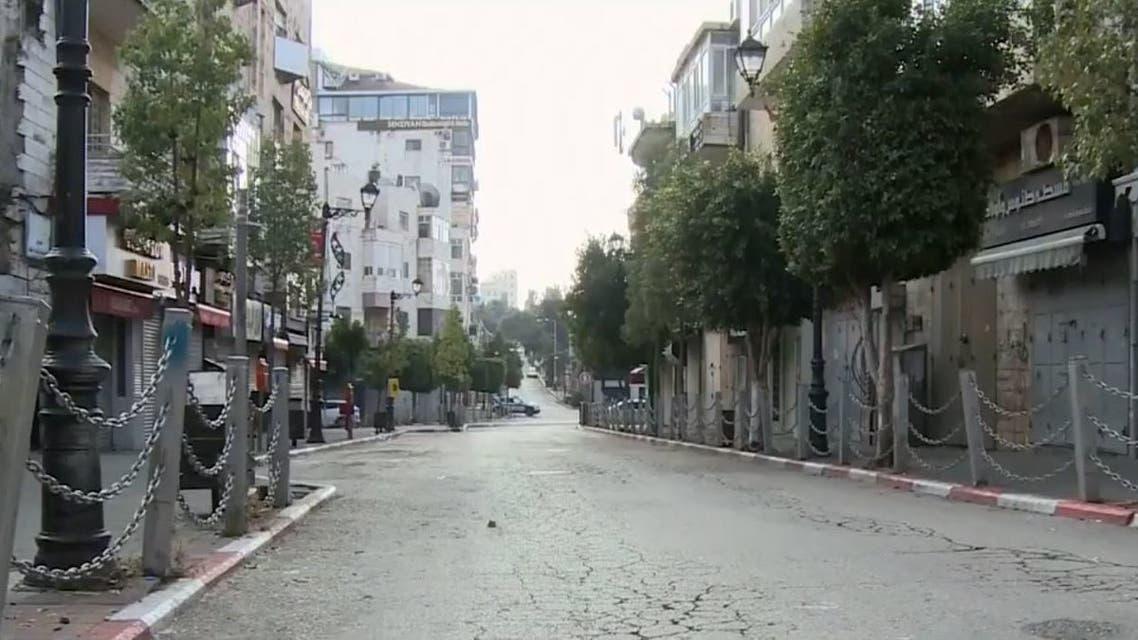 الحكومة الفلسطينية تفرض إغلاقا في الضفة الغربية للحد من كورونا