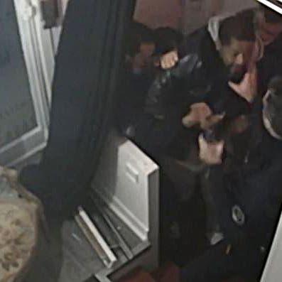 """فرنسا.. توجيه تهم لـ4 شرطيين وتوقيف اثنين """"عنفوا مواطناً أسود"""""""
