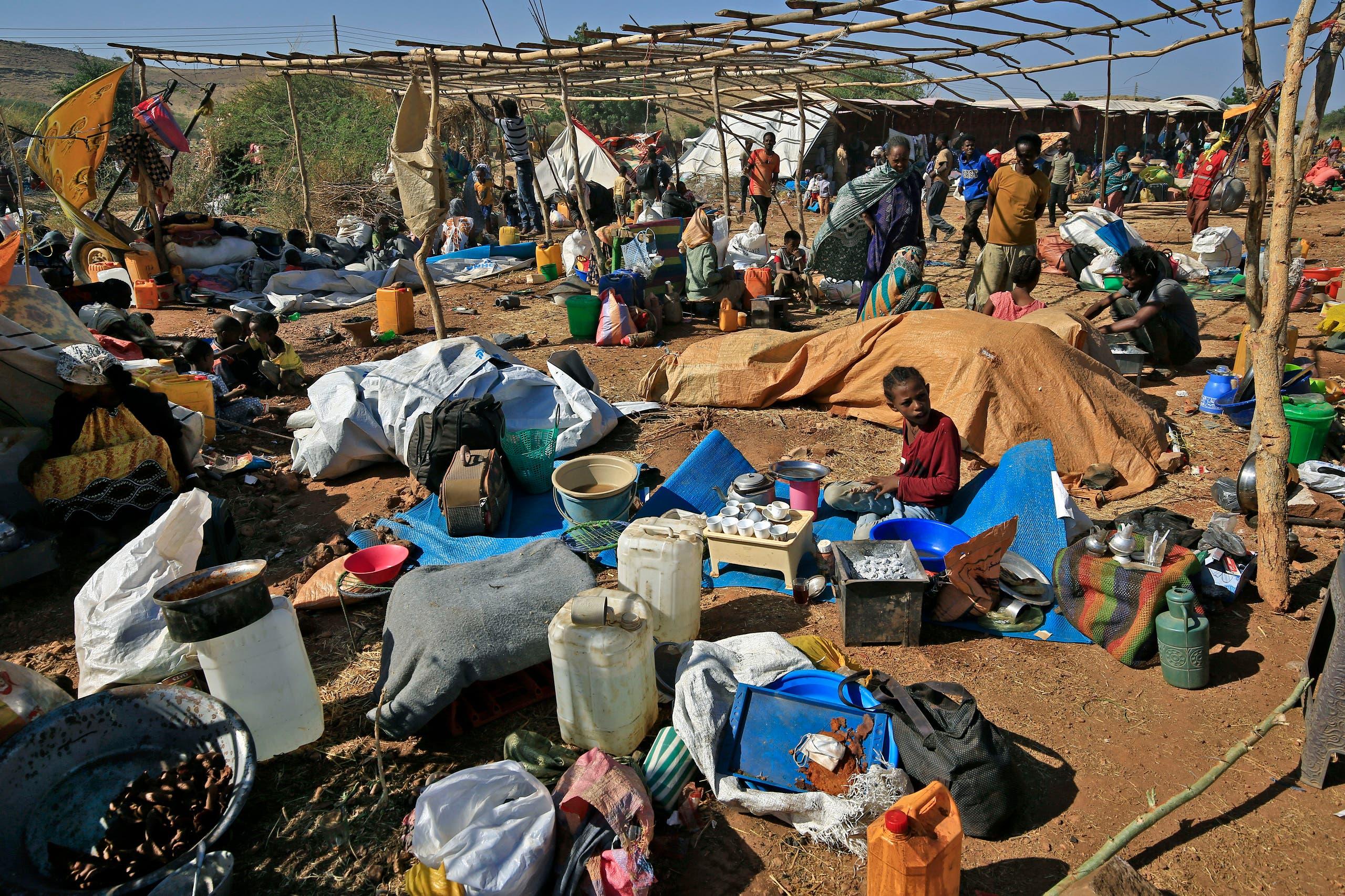 لاجئون إثيوبيون فروا من صراع تيغراي في مخيم أم ركوبة بمحافظة القضارف شرق السودان يوم 28 نوفمبر