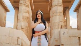 مصر .. التحقيق في صور فرعونية لعارضة أزياء أثارت غضباً واسعاً