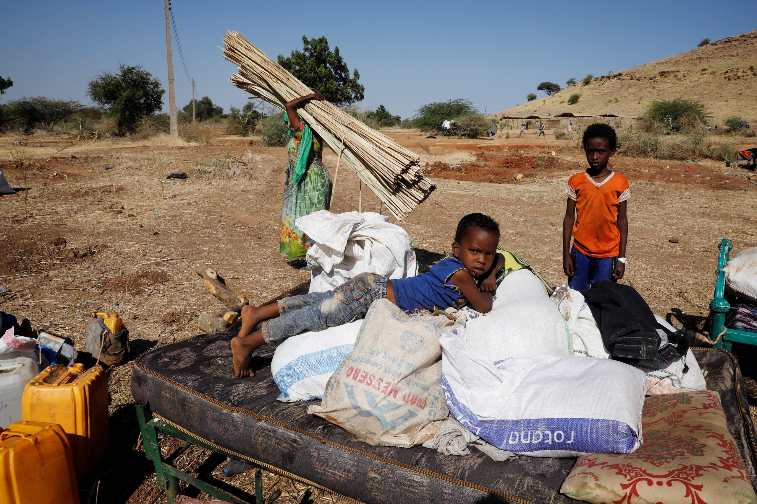Ethiopian refugees sit on their belongings at the Um Rakuba refugee camp which houses Ethiopian refugees fleeing the fighting in the Tigray region, on the Sudan-Ethiopia border, Sudan, November 28, 2020. (File photo: Reuters)