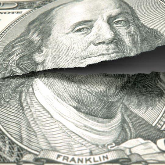 صناديق تراهن على هبوط الدولار بـ10 مليارات دولار.. ماذا يحدث؟