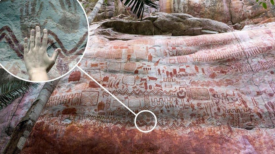 بعض الرسومات على تلة صخرية عالية في الأدغال، ممتدة أكثر من 12 كيلومترا، ومكتظة كلها بما تم رسمه قبل 12 قرنا