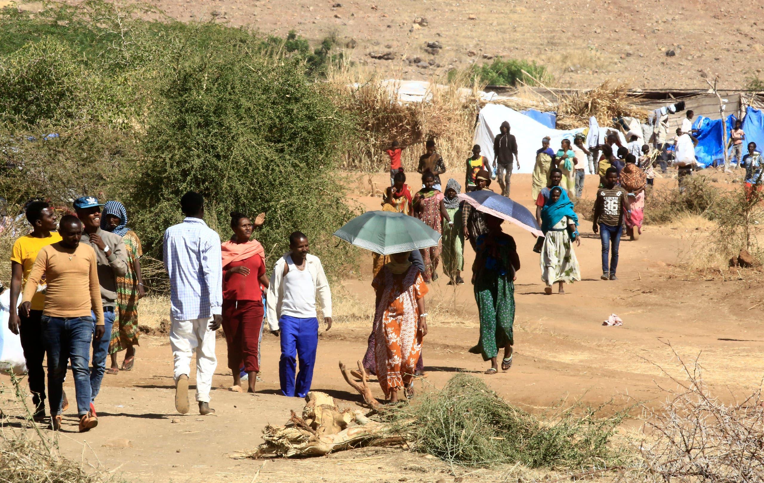 لاجئون إثيوبيون بمخيم أم راكوبا في ولاية القضارف شرق السودان يوم 30 نوفمبر