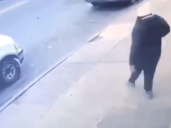 شاهد لحظة مقتل مطرب شهير بالرصاص في الشارع