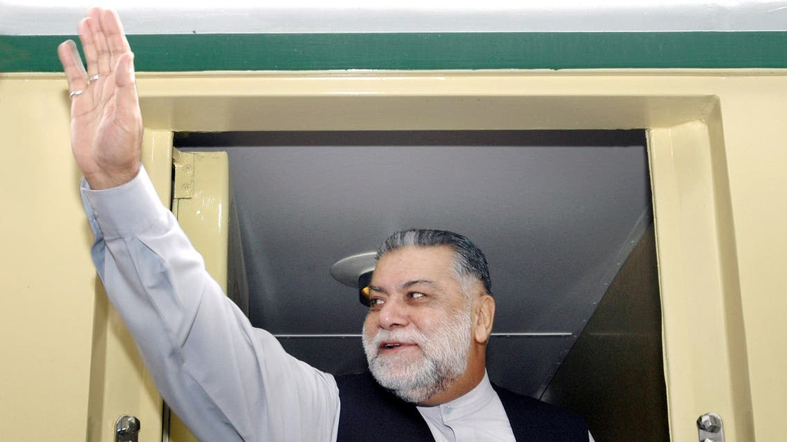 Mir Zafarullah Khan Jamali waves to supporters in 2004. (File photo, AFP)