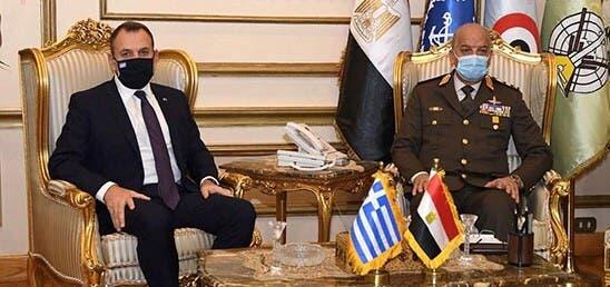 وزير الدفاع المصري يلتقي نظيره اليوناني