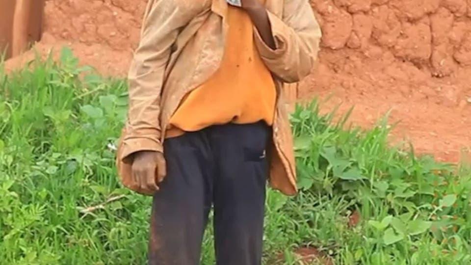 ظهور  فتى أدغال حقيقي بغابة في رواندا.. يثير الدهشة والاستغراب
