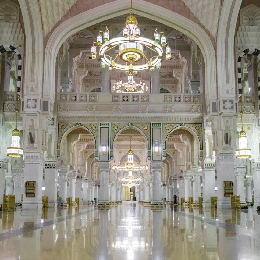 هكذا تم تغيير 4 آلاف قطعة رخام في المسجد الحرام