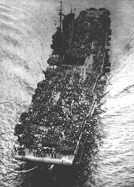 صورة لإحدى حاملات الطائرات المكتظة بالجنود الأميركيين