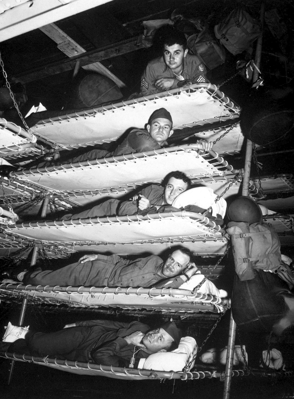 صورة لجانب من أماكن النوم المخصصة للجنود أثناء عودتهم للوطن