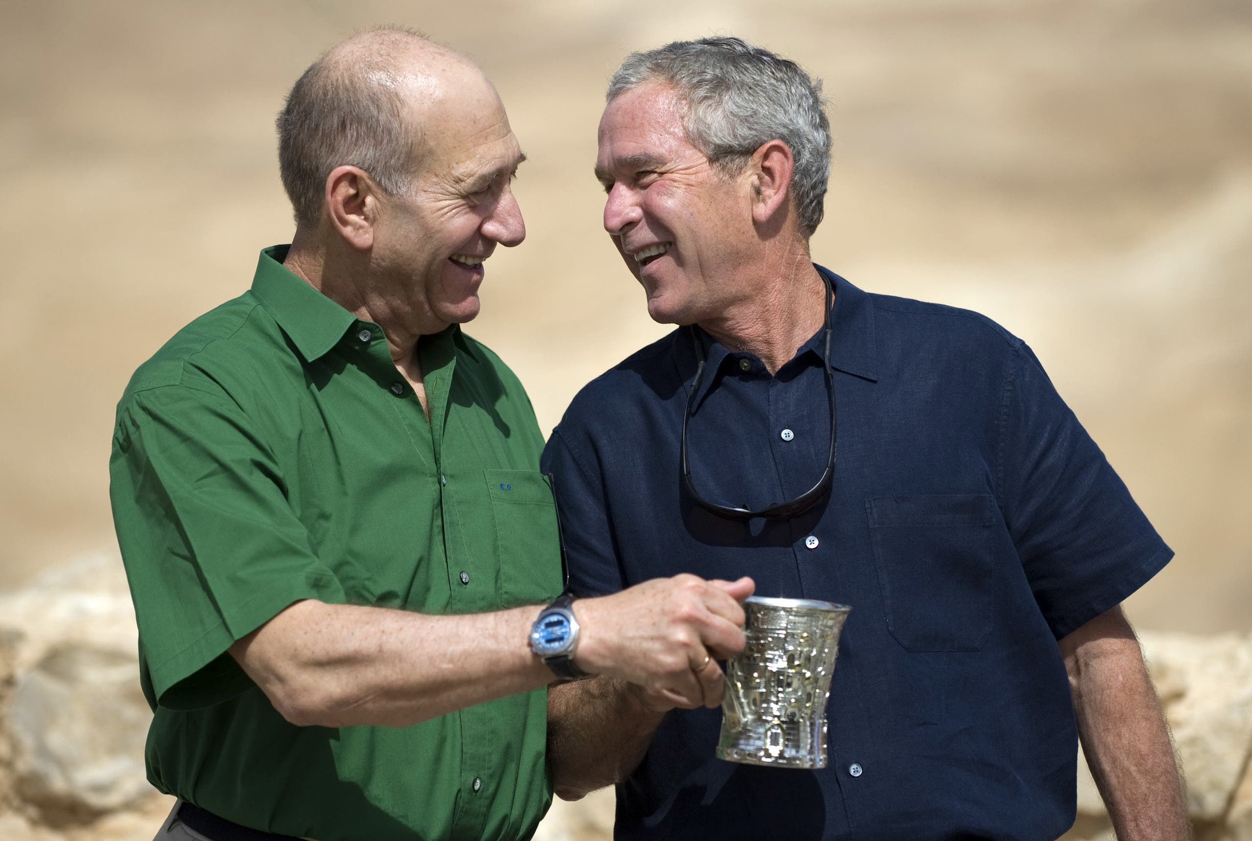 US President George W. Bush (R) and Israeli Prime Minister Ehud Olmert (L) laugh during a tour to the ancient hilltop fortress of Masada on May 15, 2008. (AFP)
