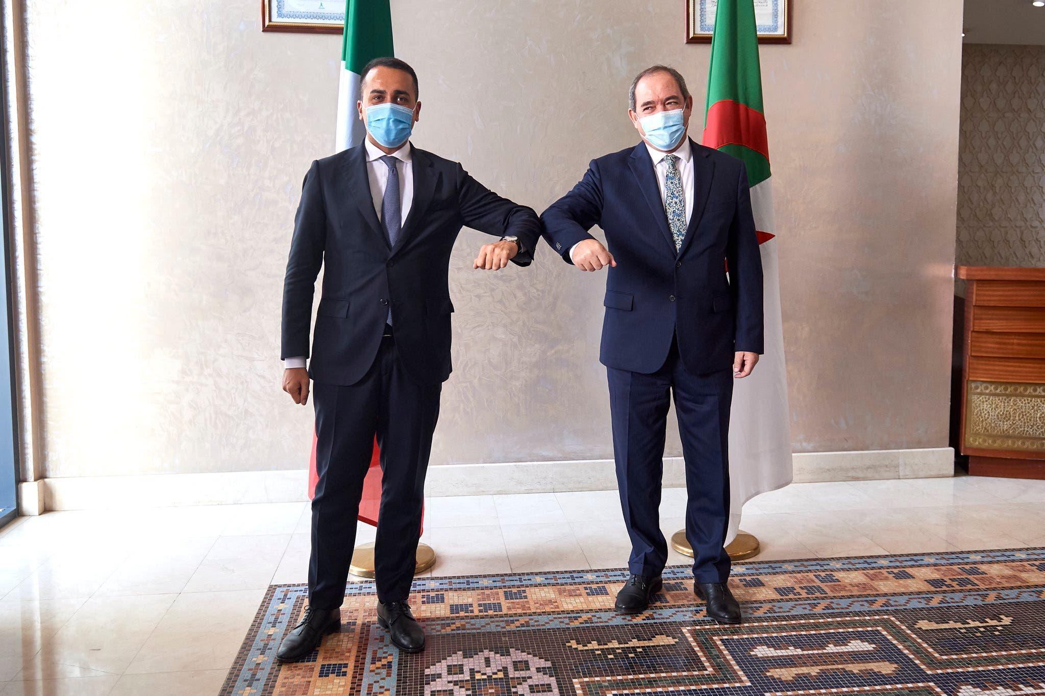 لويجي دي مايو مع نظيره الجزائري صبري بوقادوم
