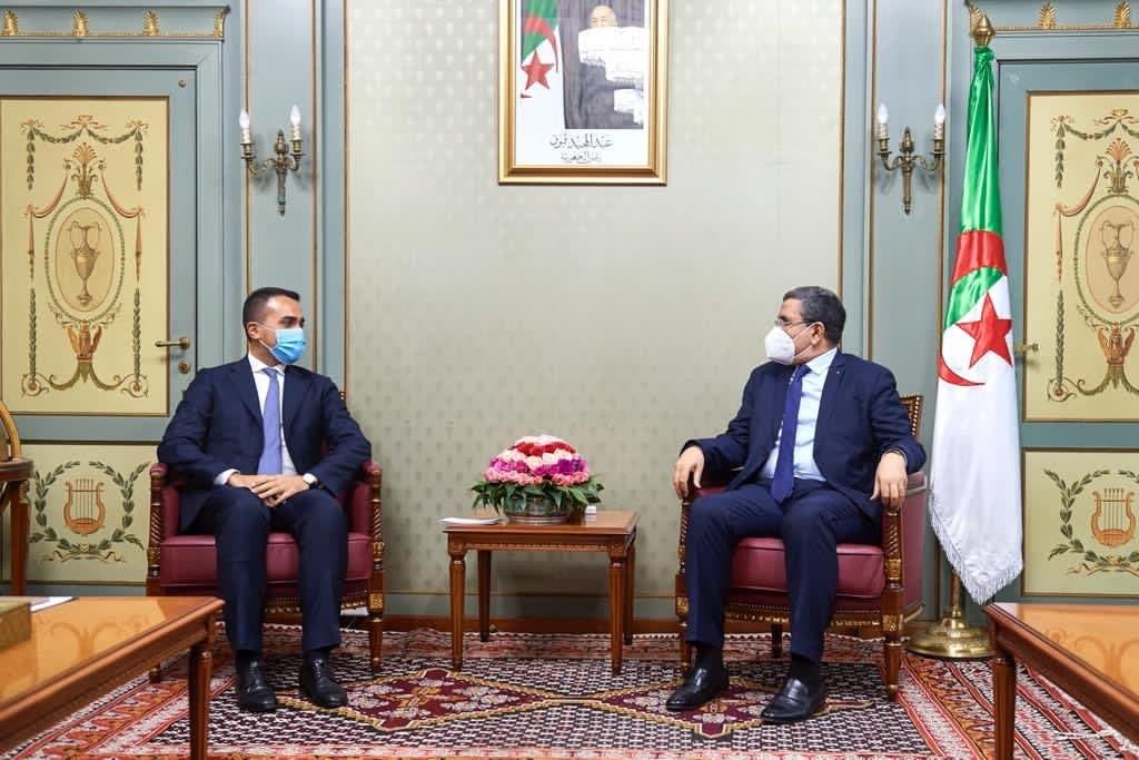 لويجي دي مايو  مع رئيس الحكومة الجزائرية عبد العزيز جراد