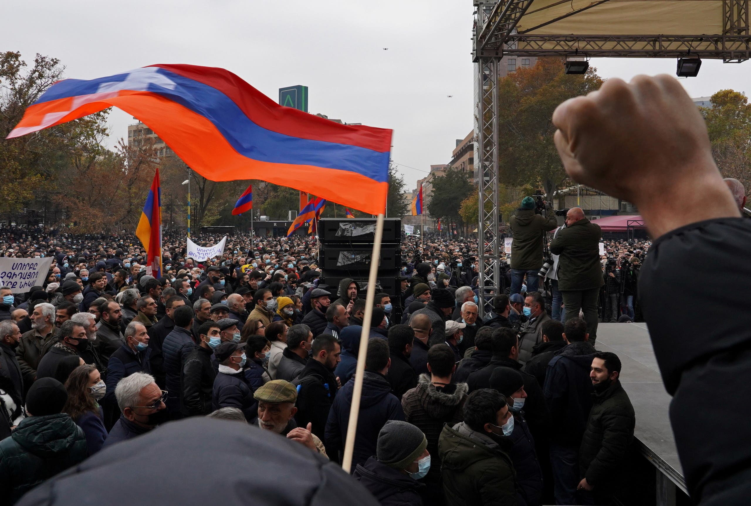 People attend an opposition rally to demand the resignation of Armenian Prime Minister Nikol Pashinyan following the signing of a deal to end a military conflict over Nagorno-Karabakh, in Yerevan, Armenia December 5, 2020. (File photo: Reuters)