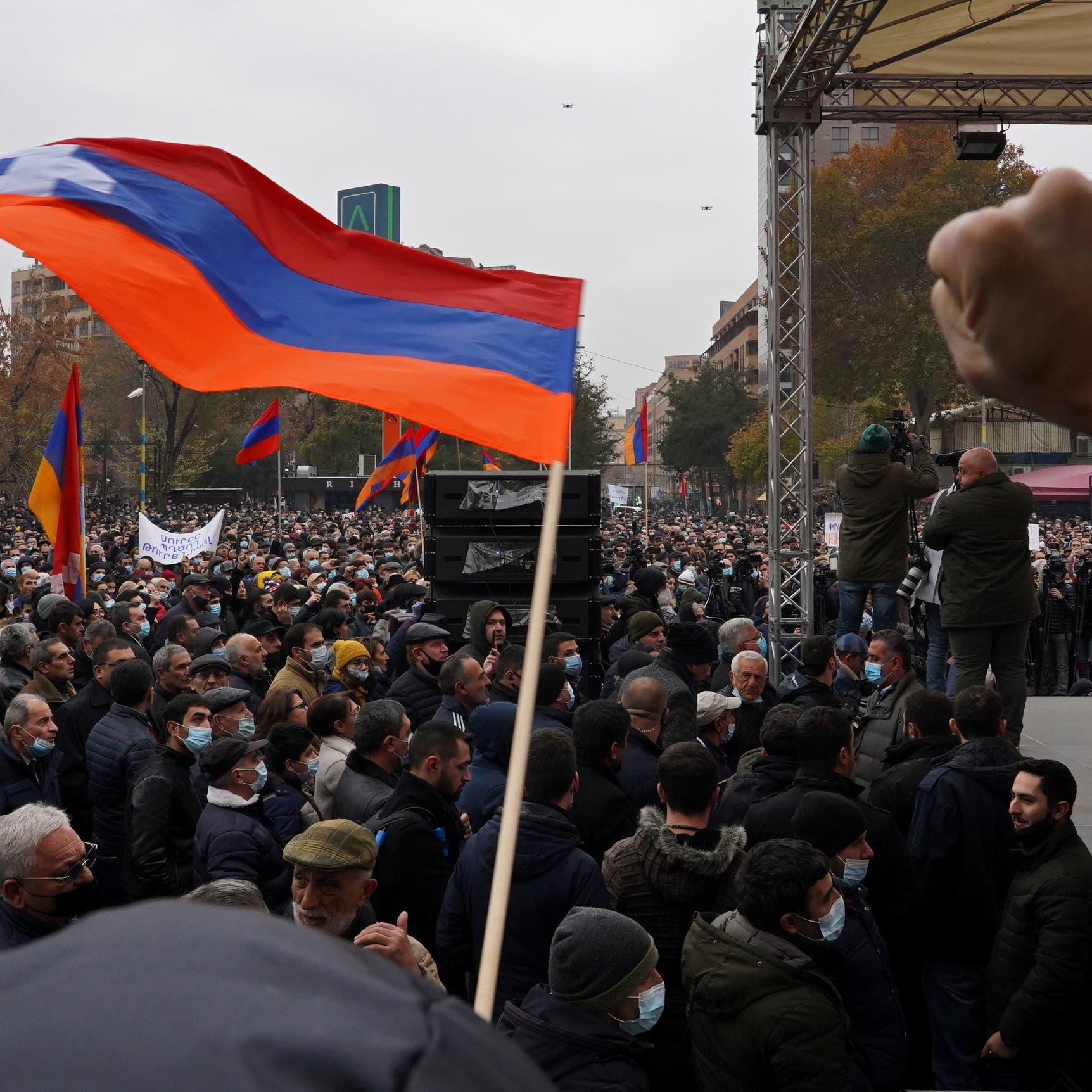 المعارضة تمهل رئيس وزراء أرمينيا حتى الثلاثاء للتنحي