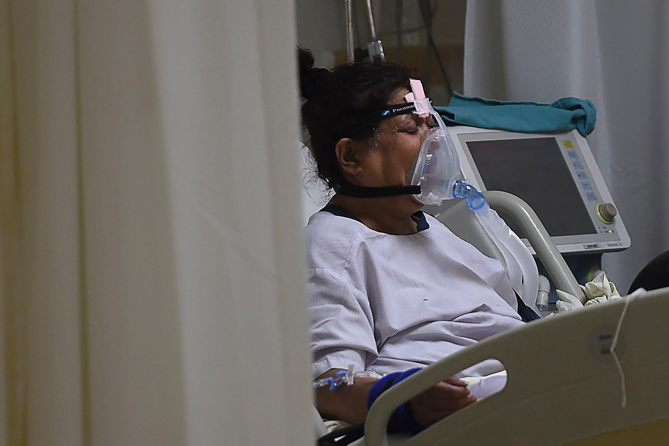 مريضة مصابة بكورونا في مستشفى بالهند (أرشيفية)